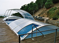 Abri piscine relevable abris de piscines le guide d for Alarme de piscine pas cher