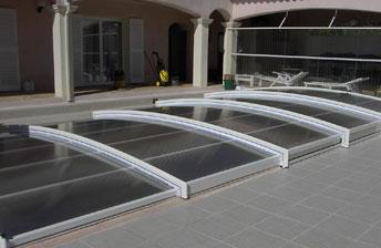 abri piscine bas abris de piscines le guide d 39 achat de. Black Bedroom Furniture Sets. Home Design Ideas